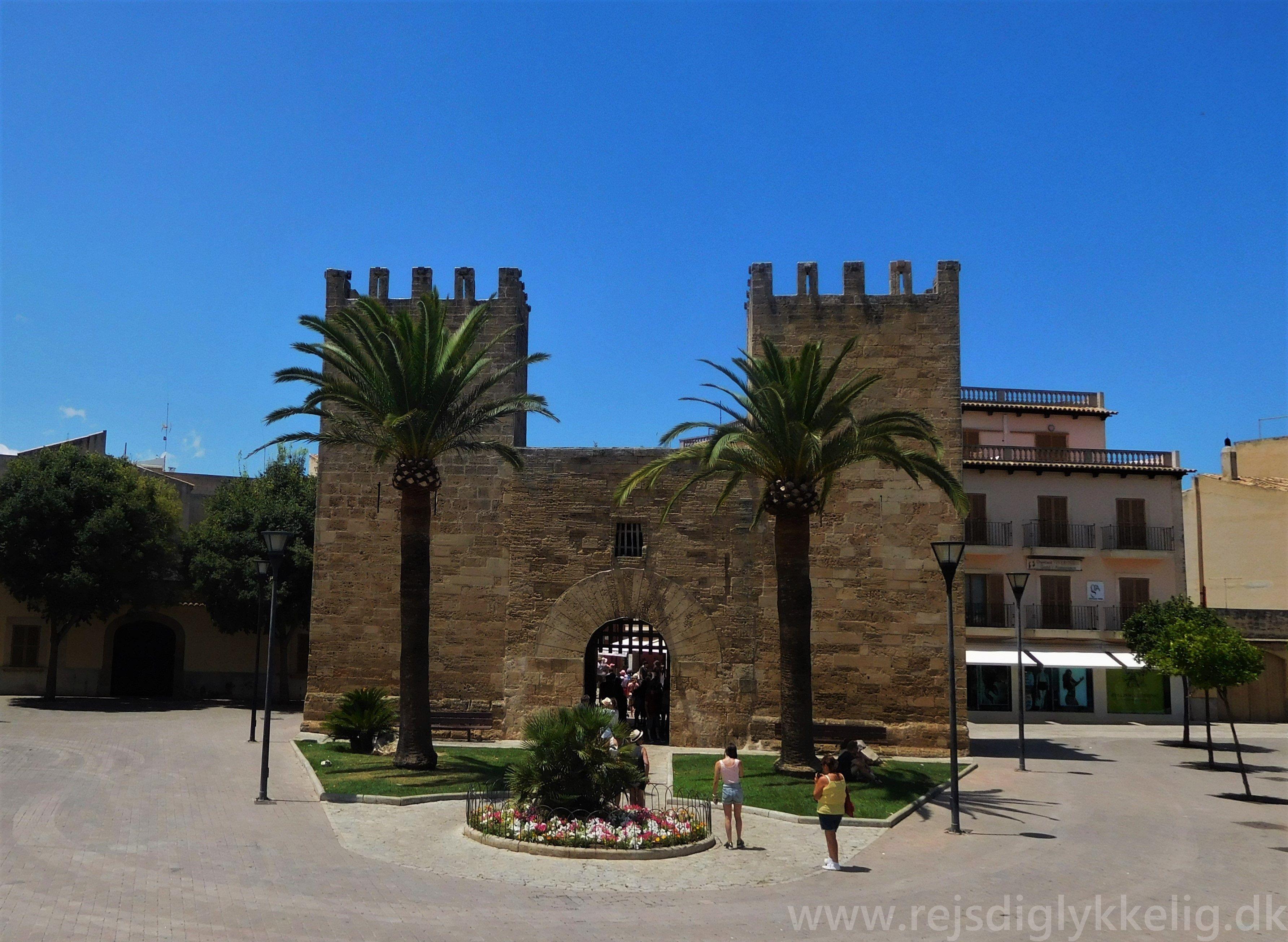 Gate til Alcudia Old Town - Rejsdiglykkelig.dk