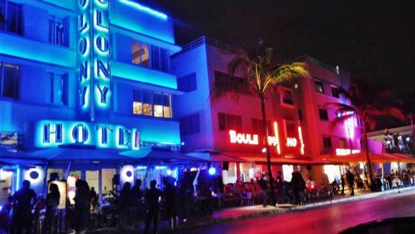 Fotodagbog fra Florida - Neonoplyste Ocean Drive i Miami med Colony Hotel - Rejsdiglykkelig.dk
