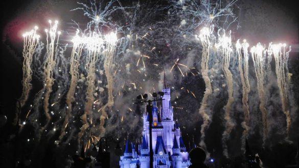 Fotodagbog fra Florida - Wishes Nighttime Spectacular Show ved Cinderella Castle i Magic Kingdom - Rejsdiglykkelig.dk