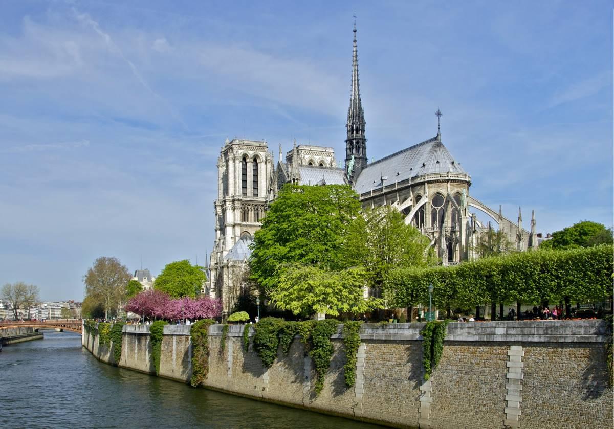 Notre Dame -Rejs Dig Lykkelig
