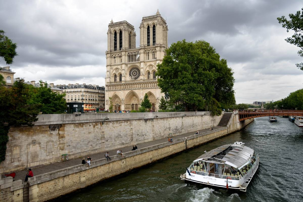18 Must-see Seværdigheder i Paris - Sejltur på Seinen - Rejs Dig Lykkelig