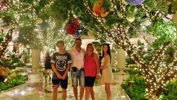 Fotodagbog fra Las Vegas - Familiebillede på The Strip - Rejsdiglykkelig.dk