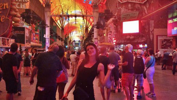 Fotodagbog fra Las Vegas - Fremont Street Experience - En kæmpe gadefest - Rejsdiglykkelig.dk