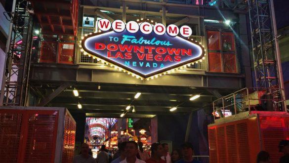 Fotodagbog fra Las Vegas - Indgang til Fremont Street - Rejsdiglykkelig.dk