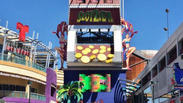 Fotodagbog fra Las Vegas - SlotZilla på Fremont Street - Verdens største spillemaskine - Rejsdiglykkelig.dk