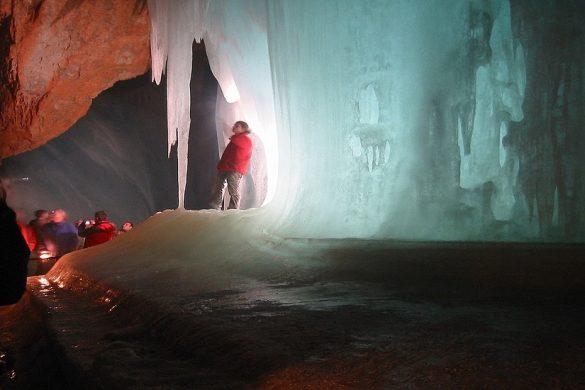 Eisreisenwelt - Verdens største ishule - www.rejsdiglykkelig.dk