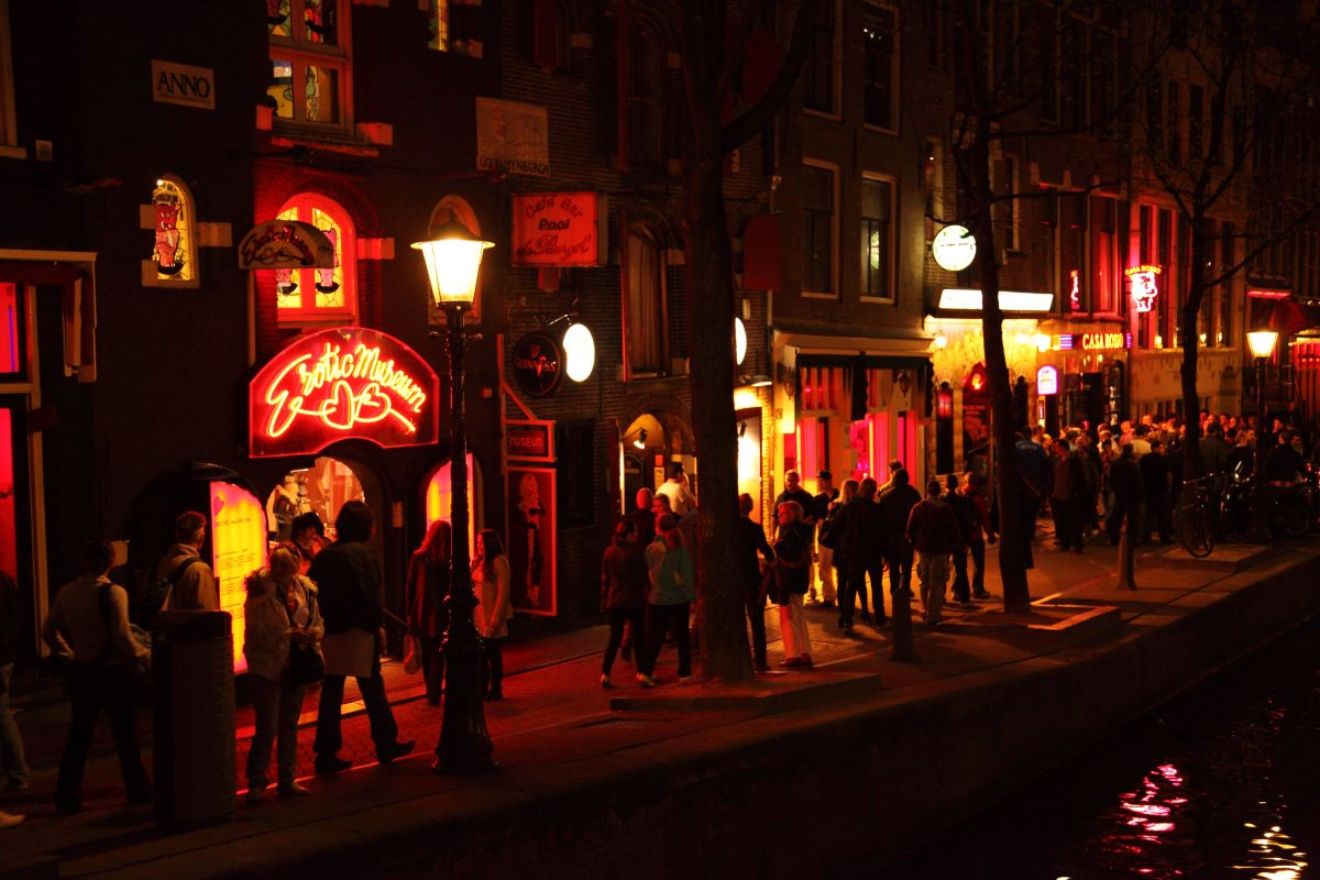 Must see seværdigheder og oplevelser i Amsterdam - Red Light District - Rejs Dig Lykkelig