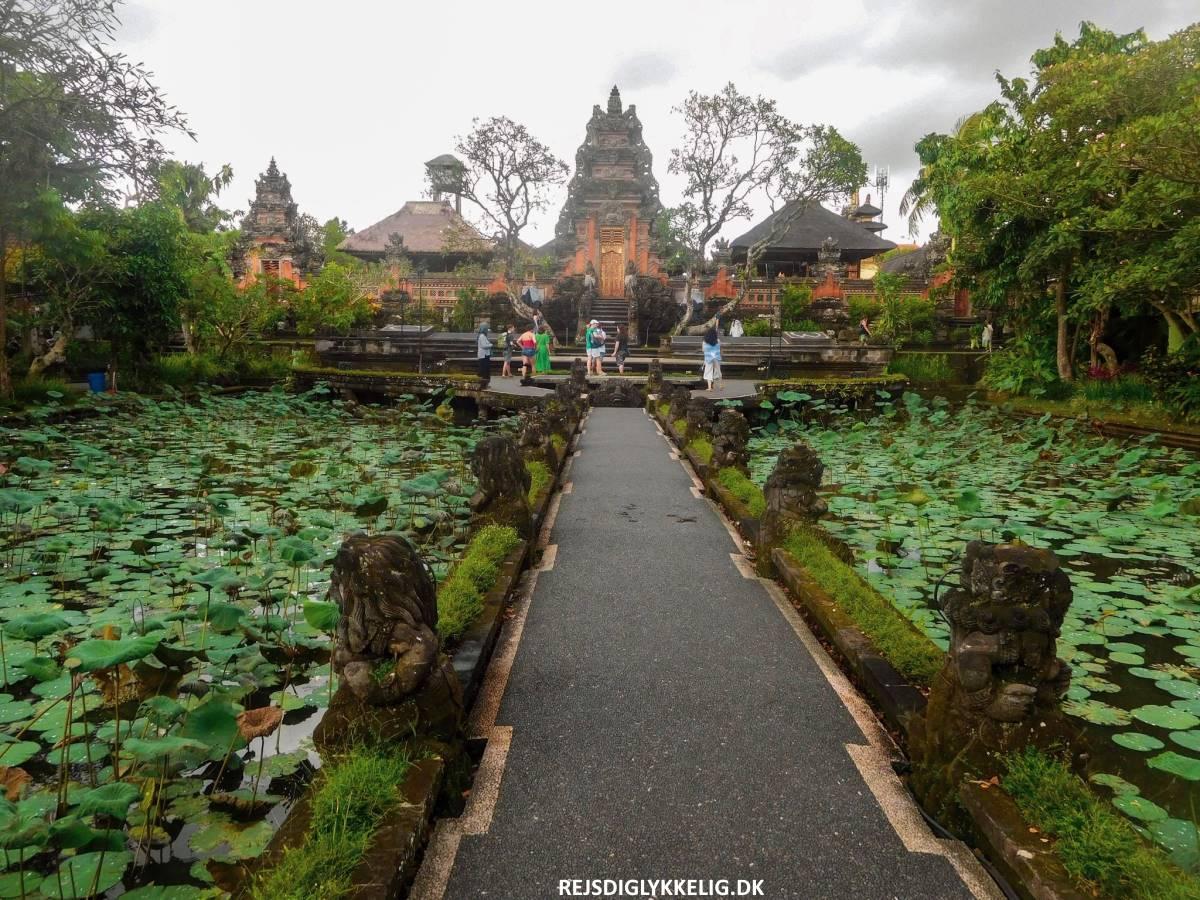 16 oplevelser i Ubud - Saraswati Temple - Rejs Dig Lykkelig