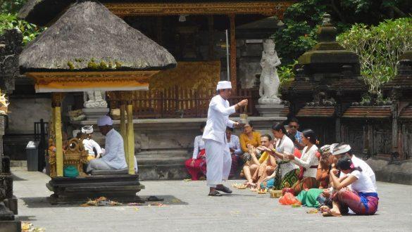 Fotodagbog fra Ubud - Ceremoni ved Tirta Empul templet - Rejsdiglykkelig.dk