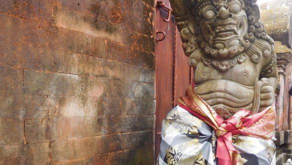 Fotodagbog fra Ubud - Skulpturer ved Ubud Palace - Rejsdiglykkelig.dk
