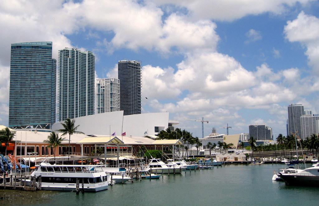 11 bedste steder til shopping i Miami - Bayside Marketplace - Rejsdiglykkelig.dk