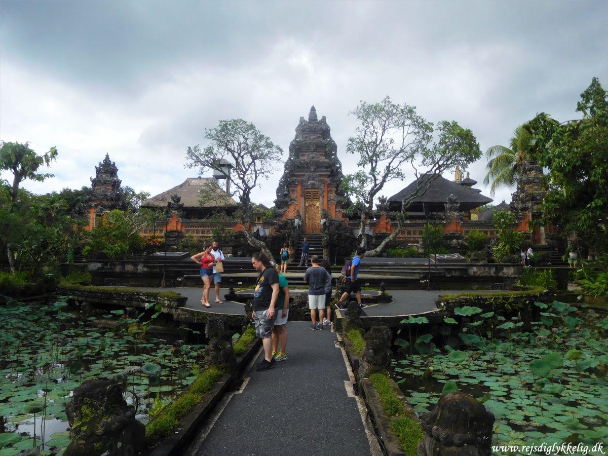 Tilbageblik på 2019 - Tempel i Ubud på Bali - Rejsdiglykkelig.dk