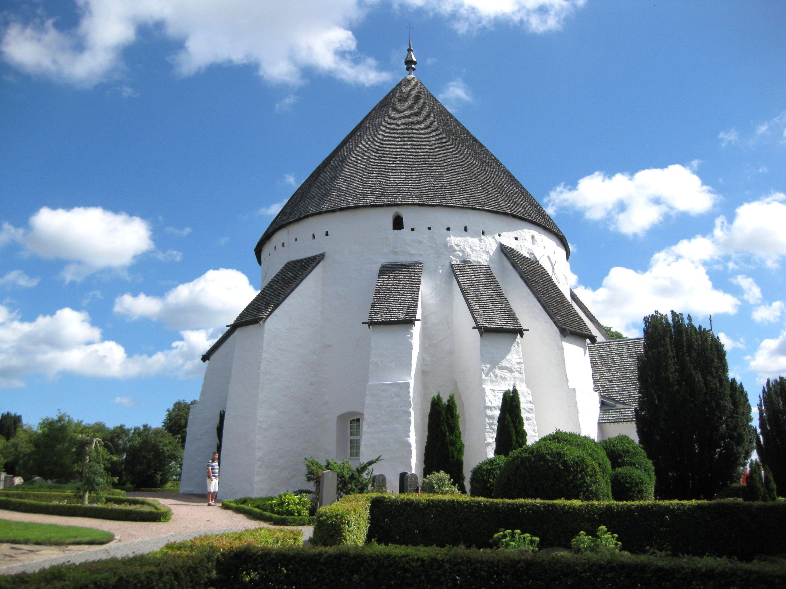 19 seværdigheder og oplevelser på Bornholm - Østerlars Kirke - Rejsdiglykkelig.dk