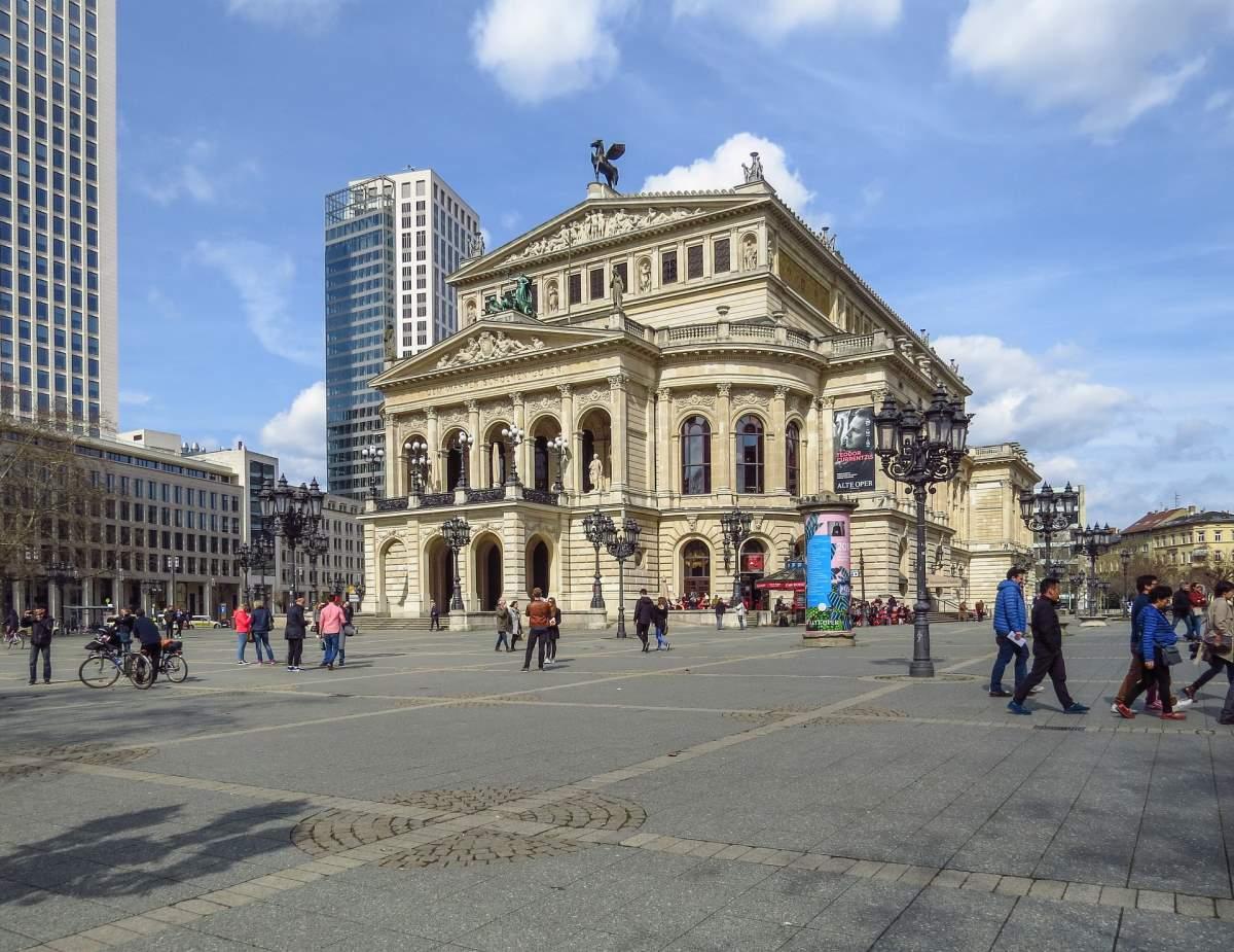 Oplevelser i Frankfurt - Alte Oper - Rejs Dig Lykkelig