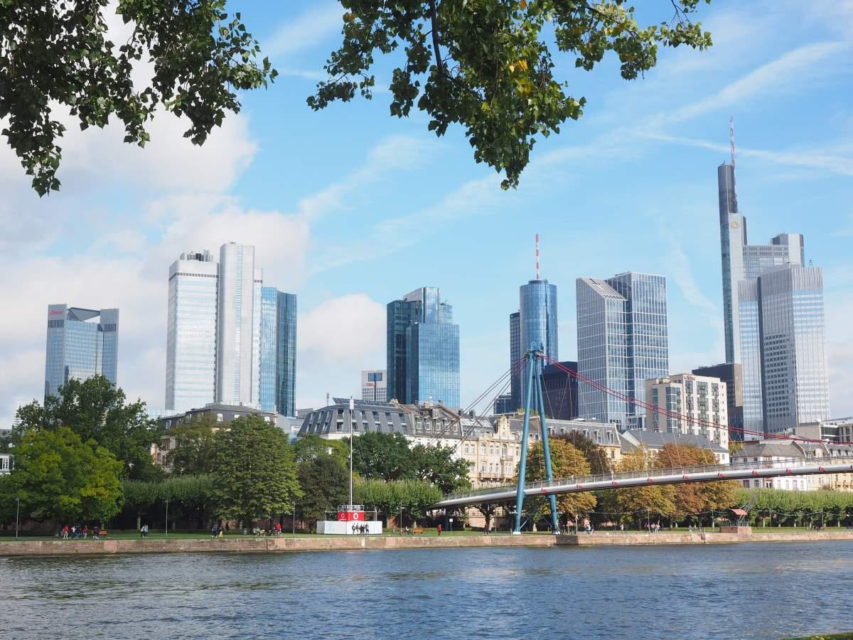 Oplevelser i Frankfurt - Main Tower - Rejs Dig Lykkelig
