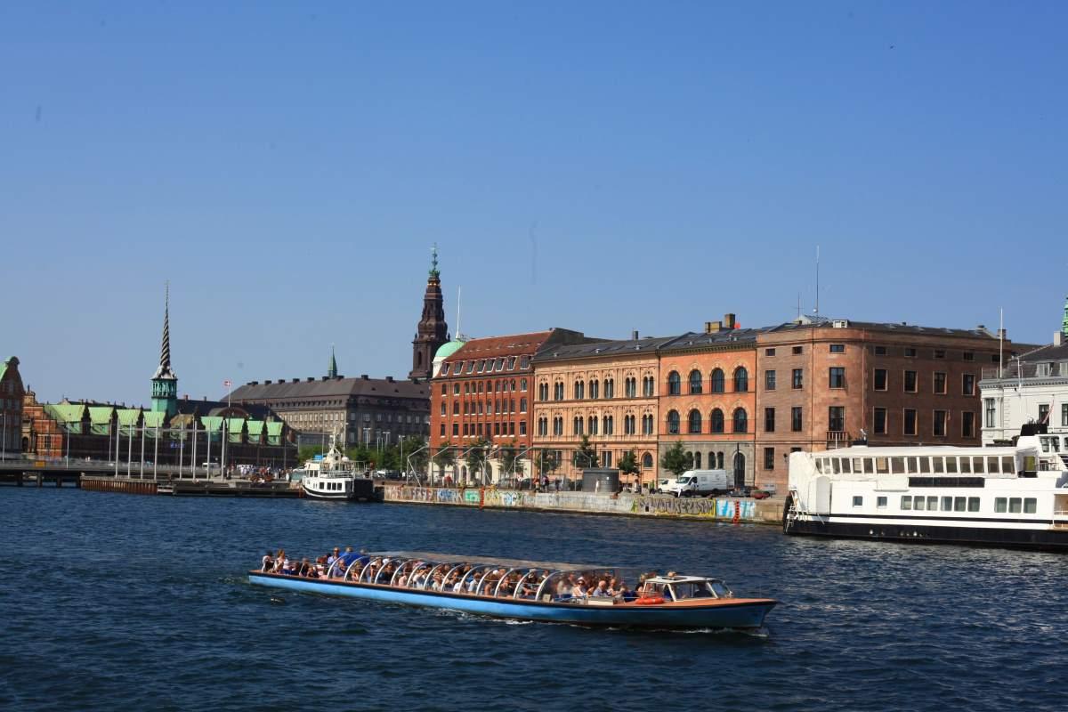 29 Seværdigheder og Oplevelser i København - Kanalrundfart - Rejs Dig Lykkelig