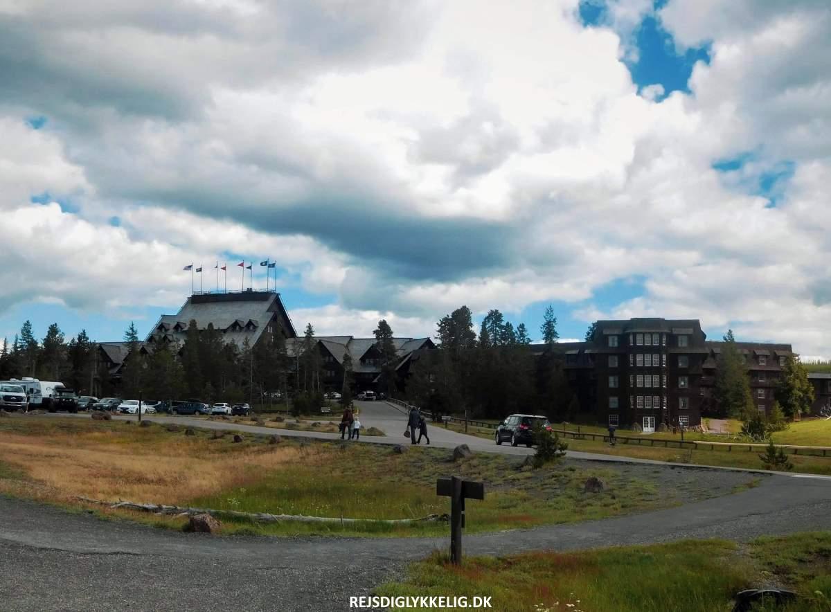 Old Faithful Inn - Rejs Dig Lykkelig
