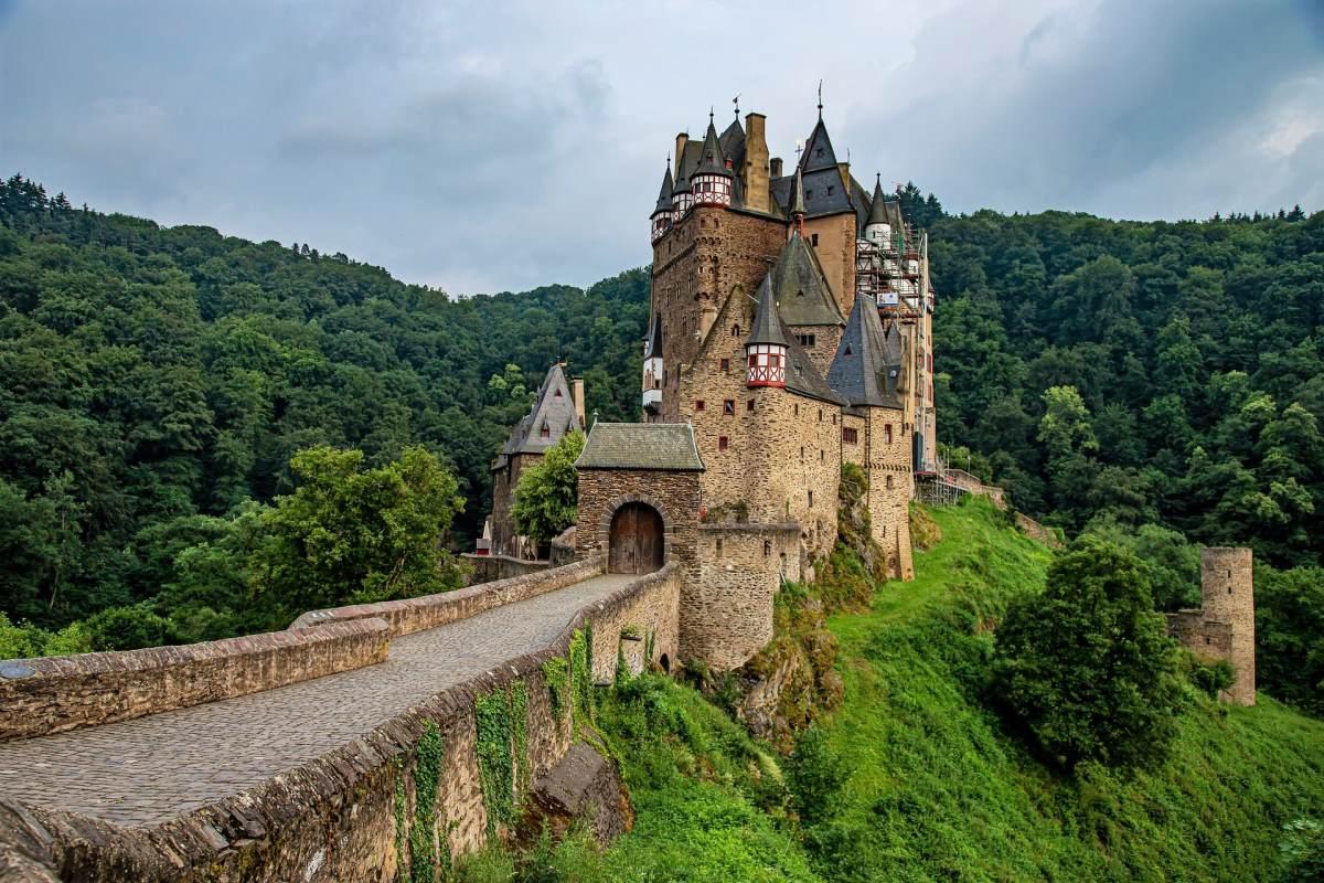 'Burg Eltz - Rejs Dig Lykkelig