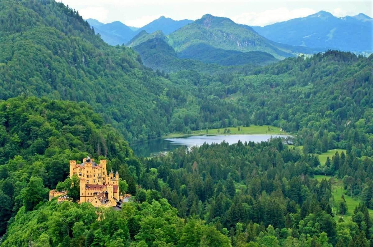 12 Eventyrlige Slotte i Tyskland - Schloss Hohenschwangau - Rejs Dig Lykkelig