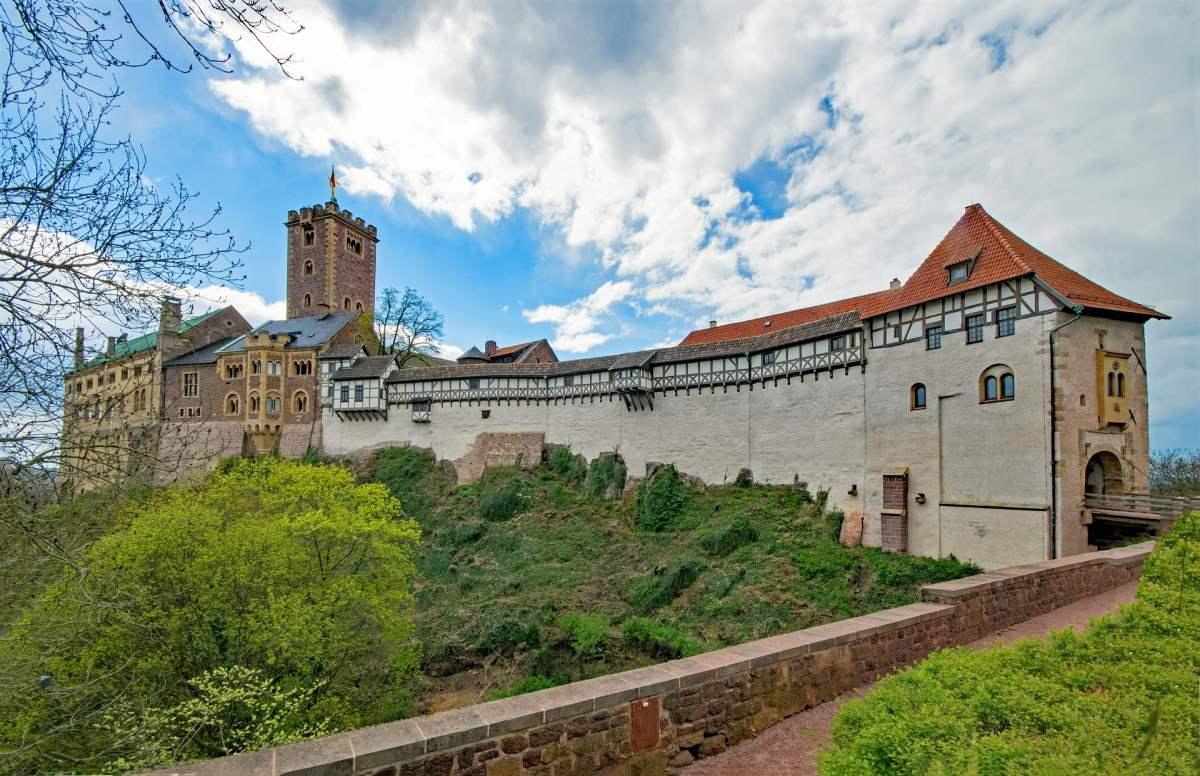 12 Eventyrlige Slotte i Tyskland - Wartburg Slot - Rejs Dig Lykkelig
