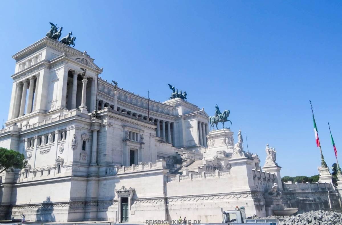 Victor Emanuel Monumentet - Rejs Dig Lykkelig