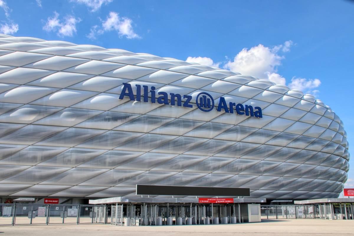 24 Must-See Seværdigheder og Oplevelser i München - Allianz Arena - Rejs Dig Lykkelig