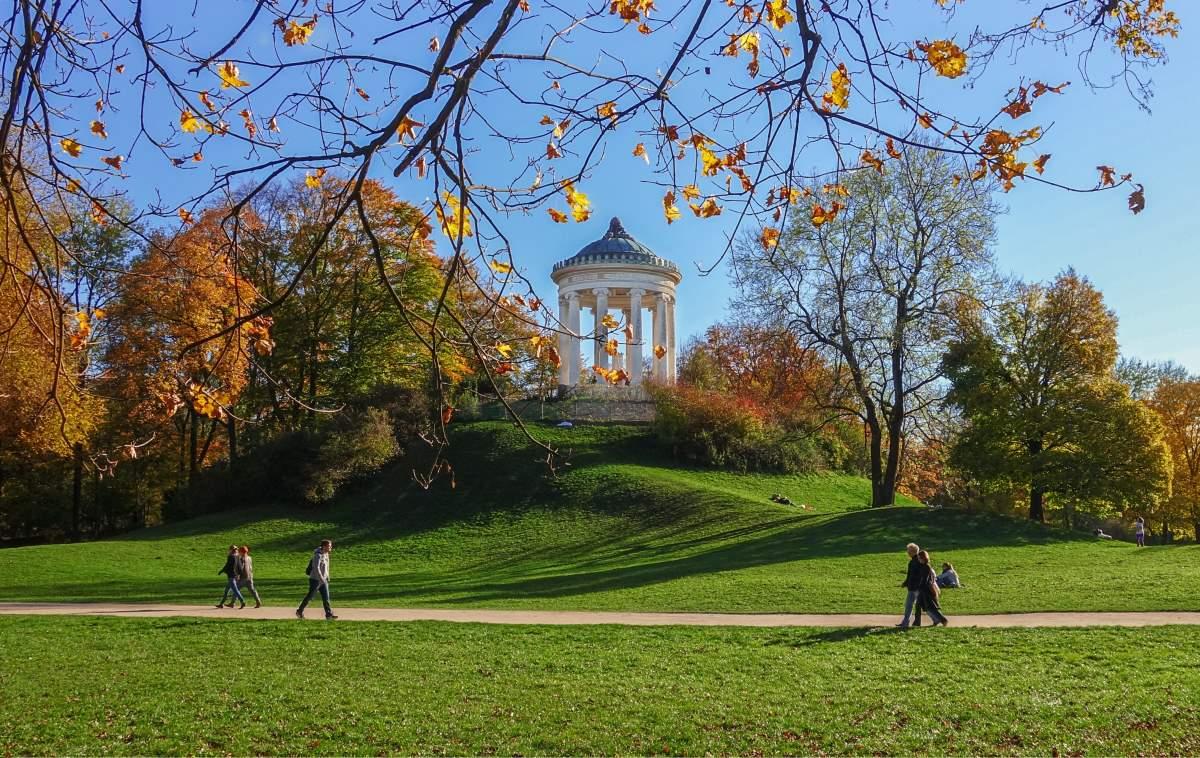 24 Must-See Seværdigheder og Oplevelser i München - Englischer Garten - Rejs Dig Lykkelig