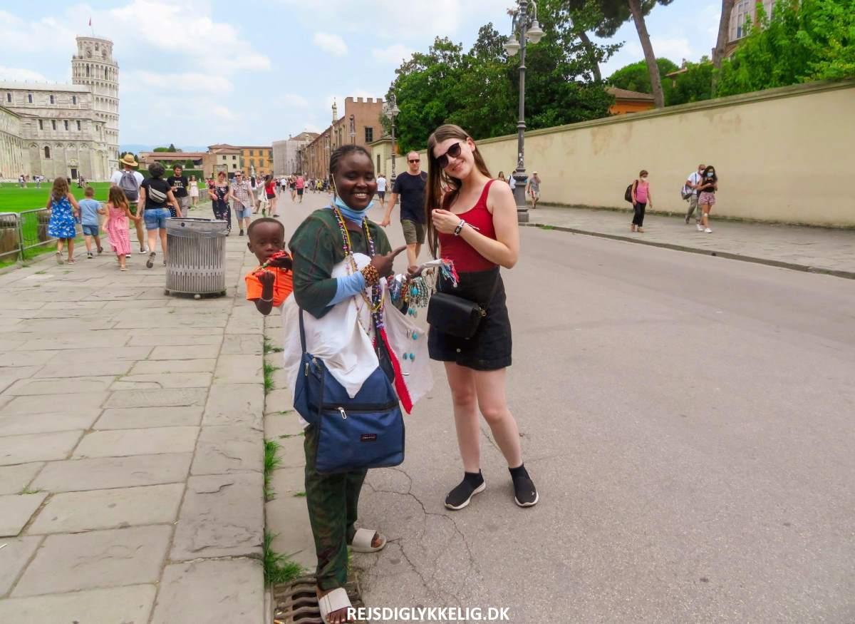 Almindelige Turist Svindelnumre du skal være opmærksom på - Venskabsarmbånd - Rejs Dig Lykkelig