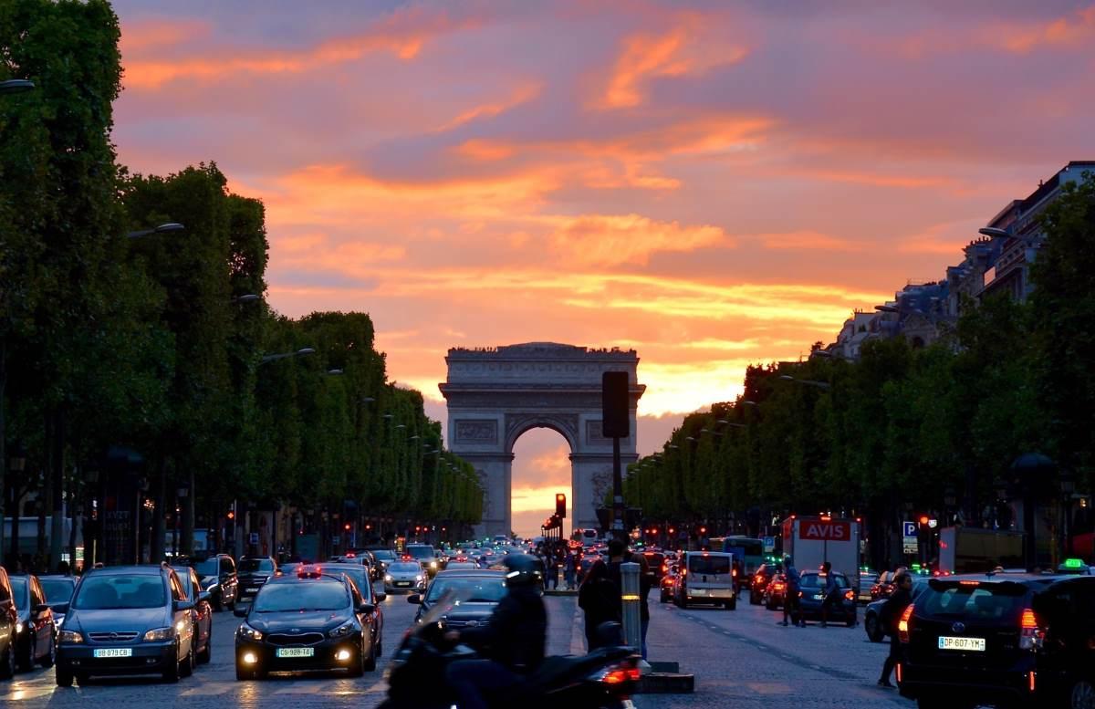 Champs-Elysees - Rejs Dig Lykkelig