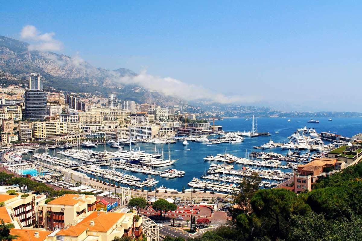 15 Seværdigheder og Oplevelser i Monaco - Port Hercules - Rejs Dig Lykkelig